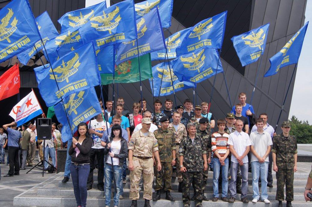 11 июня 2011 г. в Донецке у мемориала